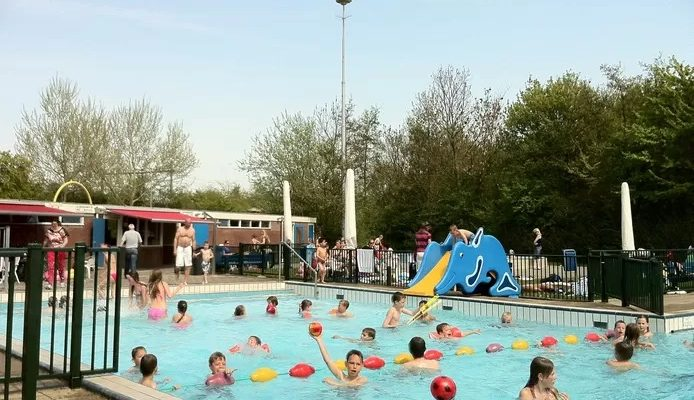 Het onmogelijke gaat toch gebeuren: kinderen Arnemuiden kunnen volgend jaar weer zwemmen in hun Julianabad